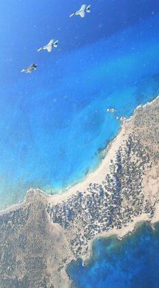 """Κοινή ελληνοαμερικανική ανάπτυξη στην Α. Μεσόγειο: Εντυπωσιακές εικόνες από την άσκηση του """"Αϊζενχάουερ"""" με ΠΝ & ΠΑ - """"Κρύφτηκαν"""" οι Τούρκοι...."""