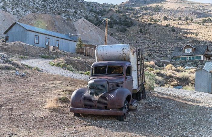 εγκαταλελειμμένο φορτηγάκι