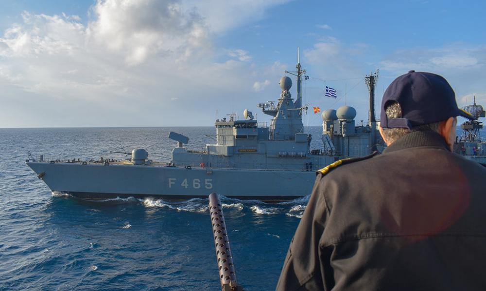 """Bild: ''Η Ελλάδα βγάζει πολεμικά πλοία στο Αιγαίο για να προστατεύσει τα σύνορά της'' - Μητσοτάκης: """"Καμία ανοχή σε παράνομη είσοδο''"""