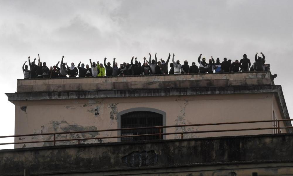 """""""Αρμαγεδδών"""" στην Ιταλία: Εξεγέρσεις σε δεκάδες φυλακές με νεκρούς & δραπέτες - Ο στρατός ανέπτυξε τανκς στους δρόμους"""
