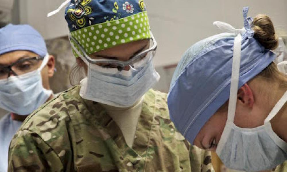 στρατιωτικοί γιατροί