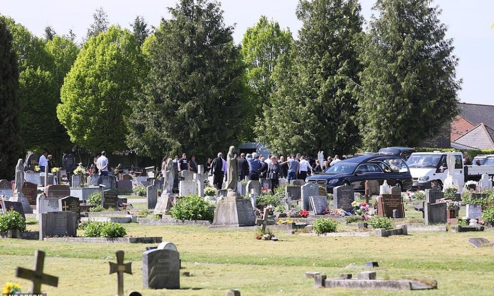 Αστυνομική έφοδος σε κηδεία