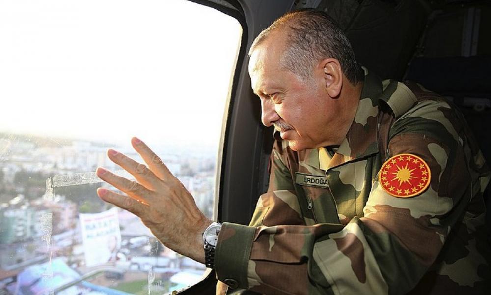 Ερντογάν με στρατιωτικά