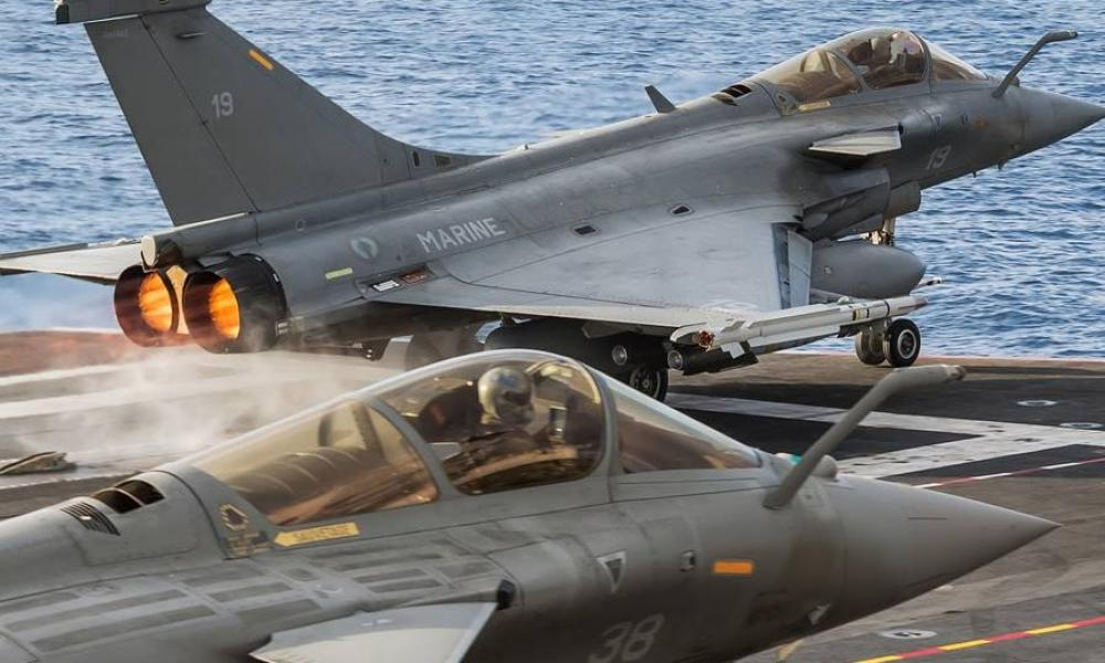 Γαλλία: Το Charles de Gaulle αποπλέει με ομάδα μάχης και με πλήρες πολεμικό φορτίο για Αν.Μεσόγειο