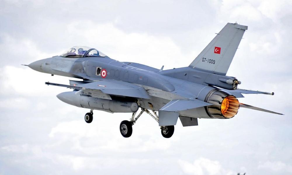 Σε ''βραχυκύκλωμα'' οι τουρκικές ΕΔ: ''Γυμνά'' τα F-16