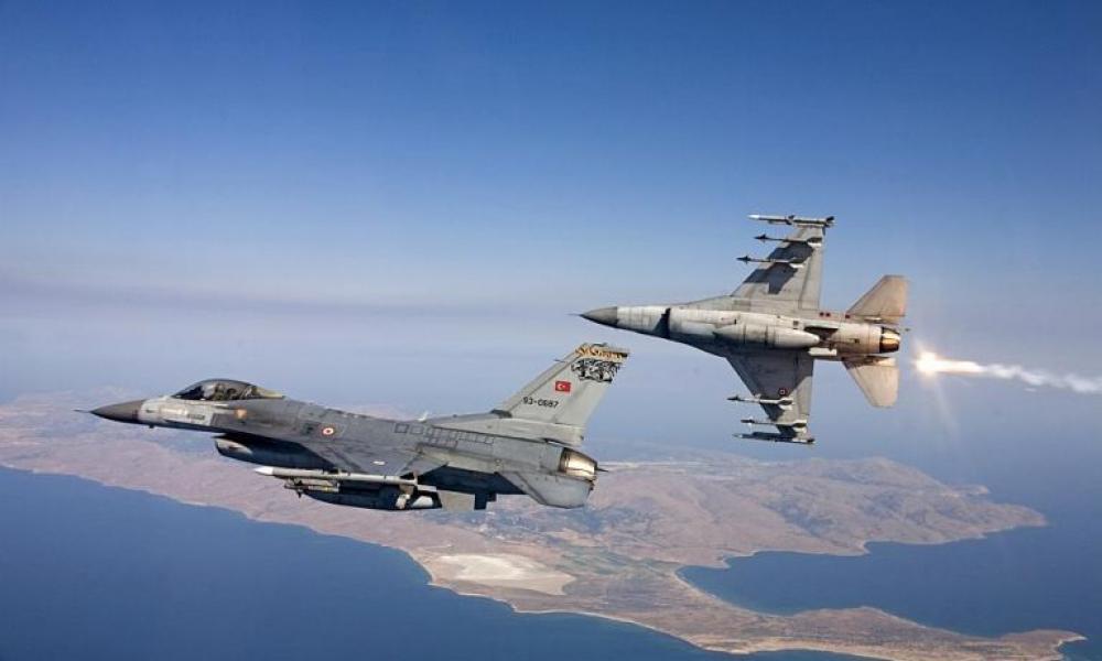 Τουρκικά μαχητικά προσπάθησαν να μπουν στο FIR Αθηνών συνοδεύοντας αμερικανικό B-52