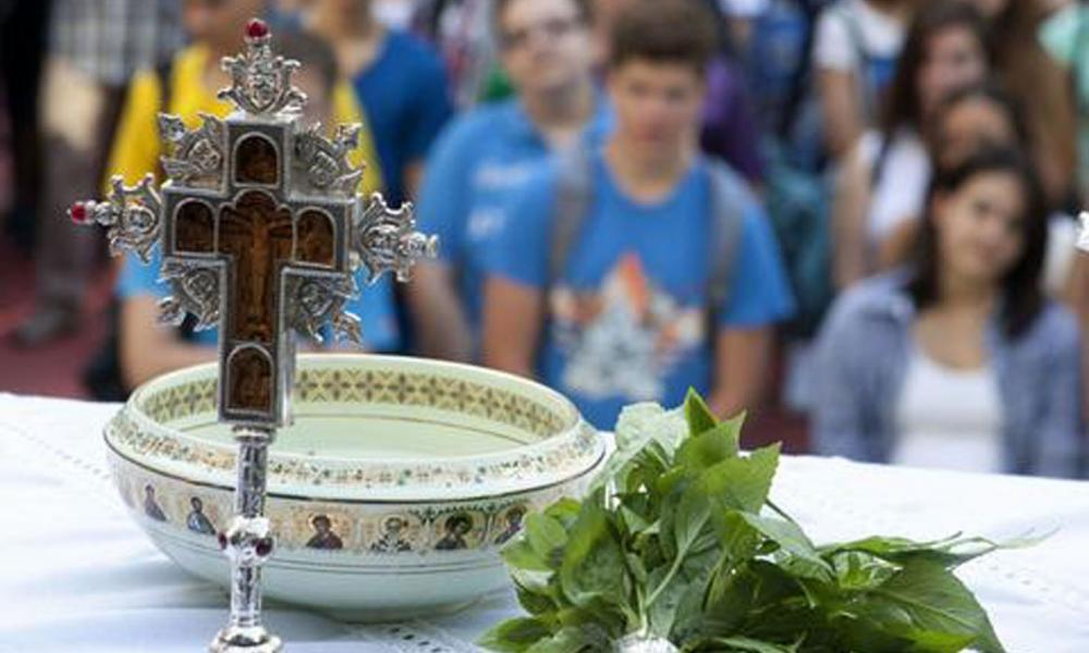 Κόλλημα με τον αγιασμό στα σχολεία: 14 Σεπτεμβρίου είναι η εορτή του  Σταυρού | Pentapostagma