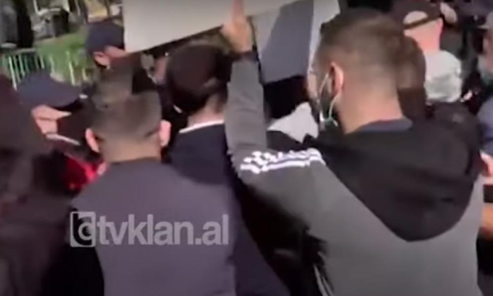 'Τσάμηδες'' επιχείρησαν να πλησιάσουν την ελληνική διπλωματική αποστολή