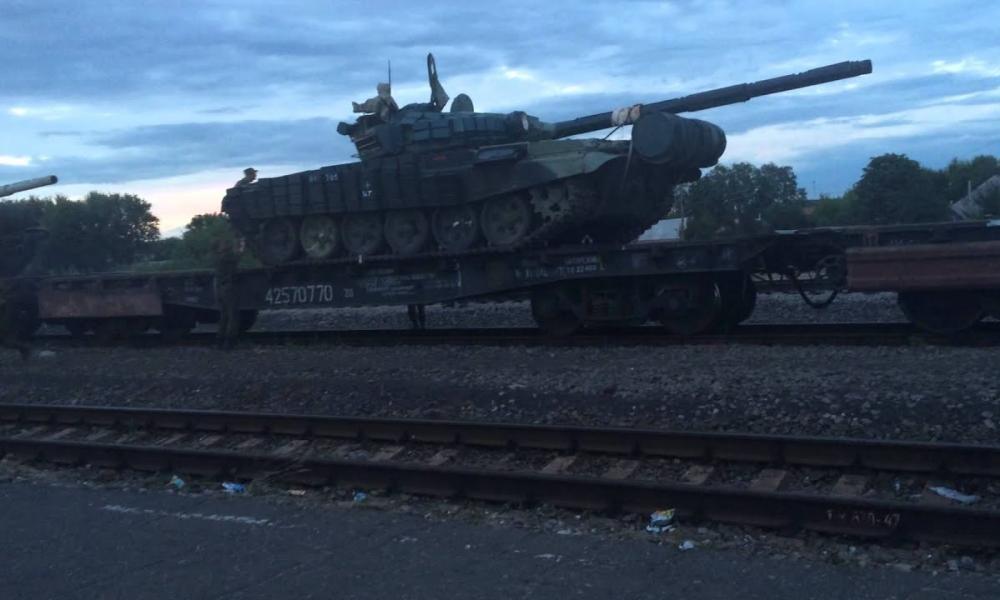 Η Ουκρανία μεταφέρει δεκάδες άρματα μάχης απέναντι από το Ντονένσκ