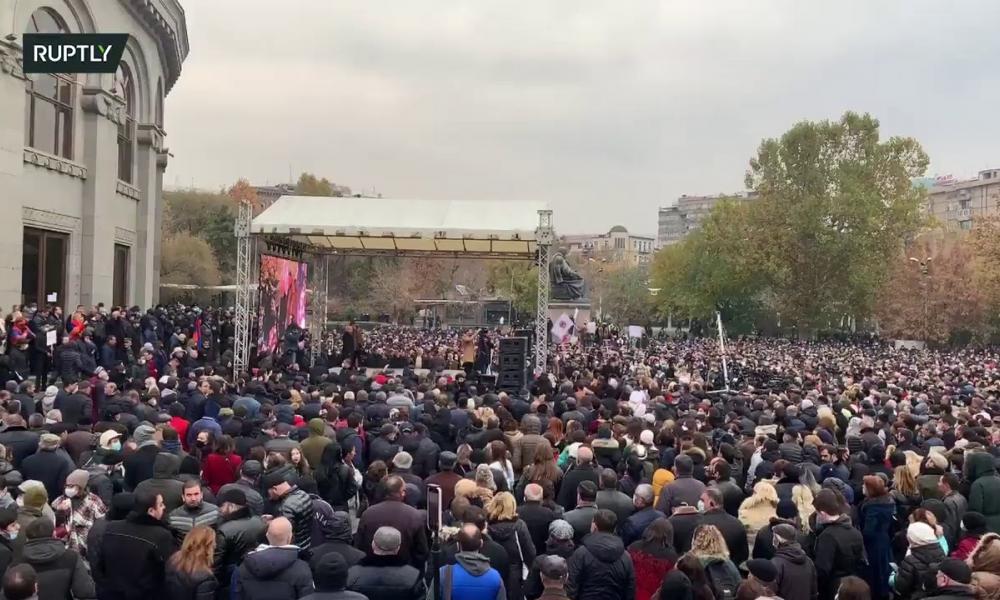 Αρμενία: Χιλιάδες διαδηλωτές ζητούν την παραίτηση της κυβέρνησης
