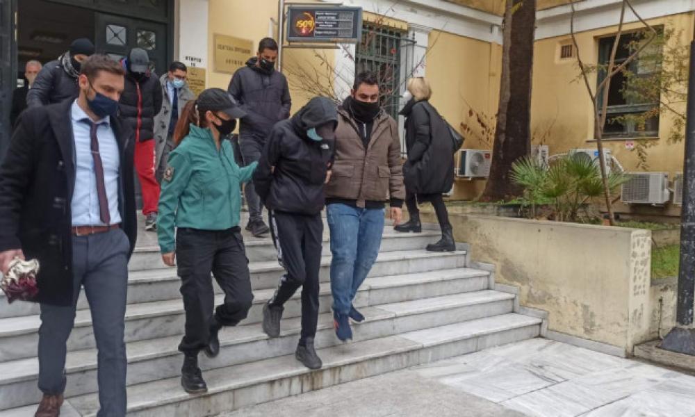 Ξυλοδαρμός σταθμάρχη: Ποινική δίωξη σε βαθμό κακουργήματος σε βάρος των δύο ανηλίκων
