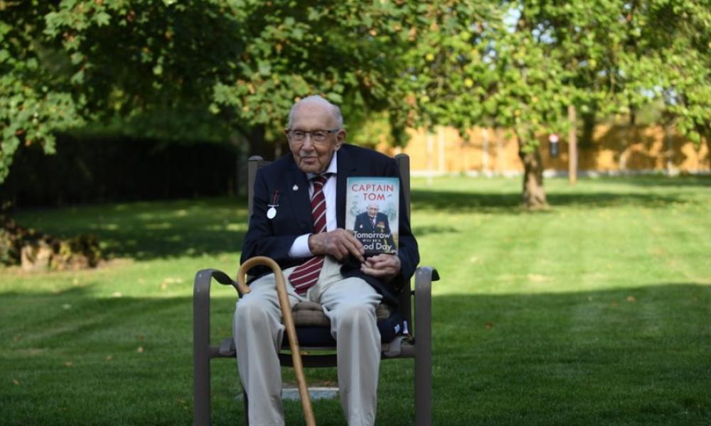 Τομ Μουρ: Πέθανε από κορονοϊό ο βετεράνος Πολέμου που συγκέντρωσε 32 εκατ. λίρες για το NHS | Pentapostagma