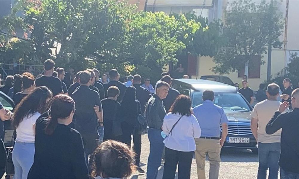 Τάσος Μπερδέσης: Θρήνος στην κηδεία του δολοφονημένου πυγμάχου | Pentapostagma