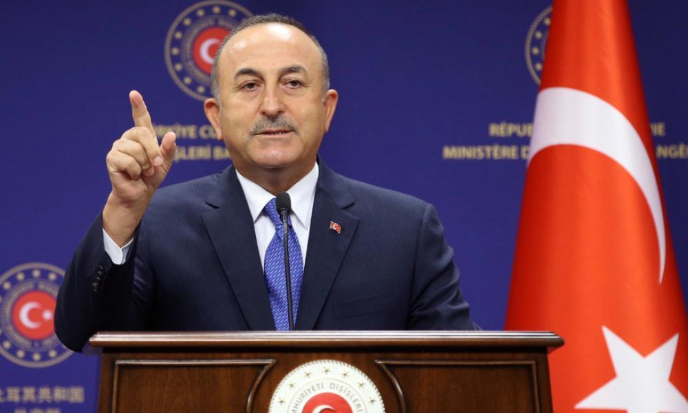 """To """"βιολί"""" του ο Τσαβούσογλου: Ο Δένδιας κάνει συνεχώς δηλώσεις κατά της Τουρκίας"""