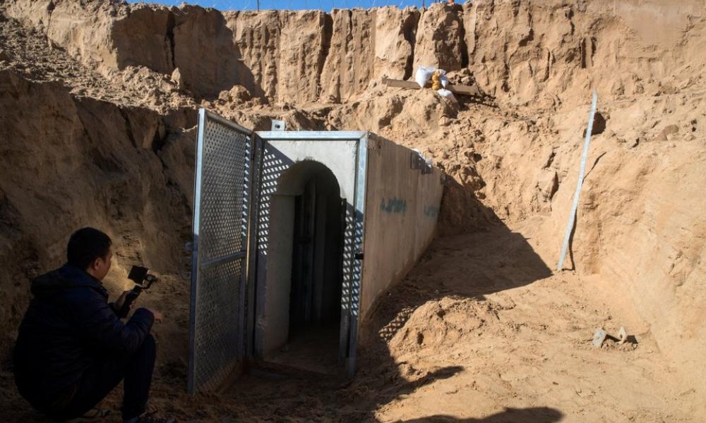 Οι Κούρδοι σκάβουν χαρακώματα και σήραγγες κατά μήκος των συνόρων