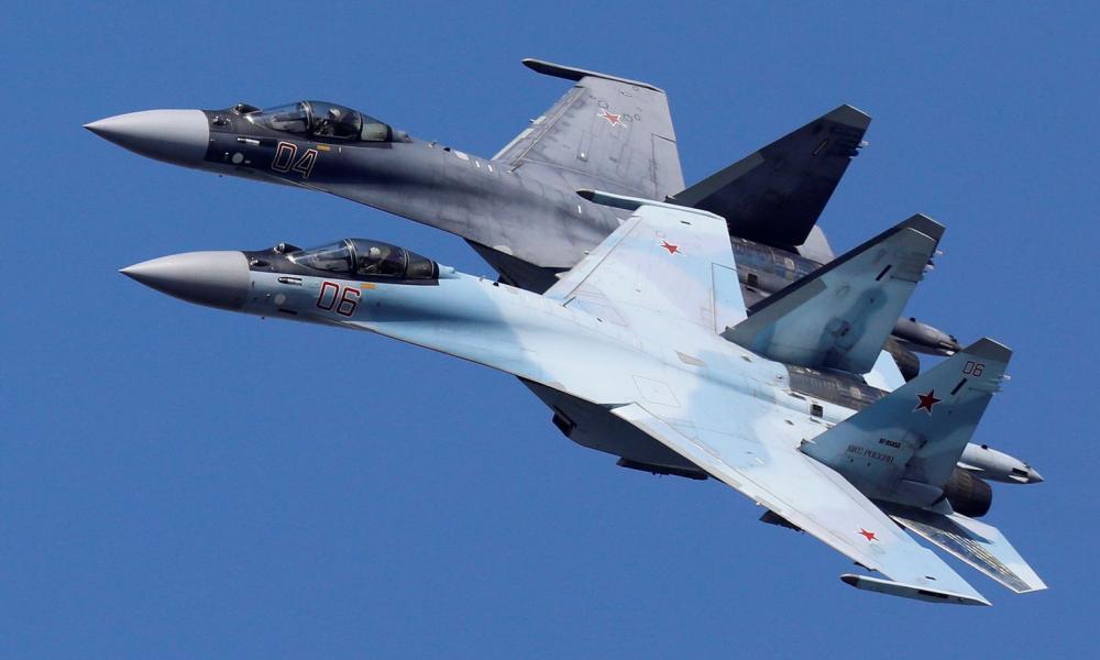 """Ψεκάστε, σκουπίστε, τελειώσατε! Οι Ρώσοι βομβαρδίζουν στην Συρία για να """"διώξουν"""" τους Τούρκους (βίντεο)"""