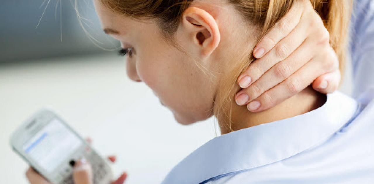 Πανδημία: Όλο και περισσότεροι νέοι με προβλήματα στη σπονδυλική στήλη |  Pentapostagma