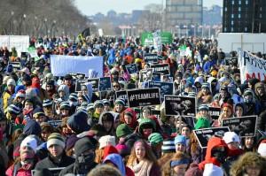 ΗΠΑ-δεκάδες-χιλιάδες-ακτιβιστές-κατά-των-αμβλώσεων-2