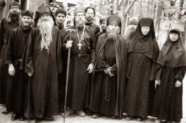 Φωτογραφίες από τον βίο του πατρός Σεραφείμ Ρόουζ