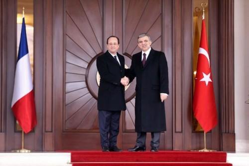 614863-le-president-francais-francois-hollande-et-son-homologue-turc-abdullah-gul-a-ankara-en-turquie-le-27