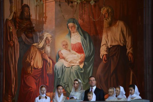 Ο Πρωθυπουργός της Ρωσίας Μεντβέγιεφ στην αγρυπνία των Χριστουγέννων στη Μόσχα