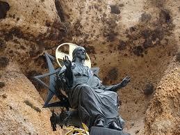 Το περίτεχνο ορειχάλκινο άγαλμα του Ένθρονου Ιησού από την Μονή της Αγίας Θέκλας