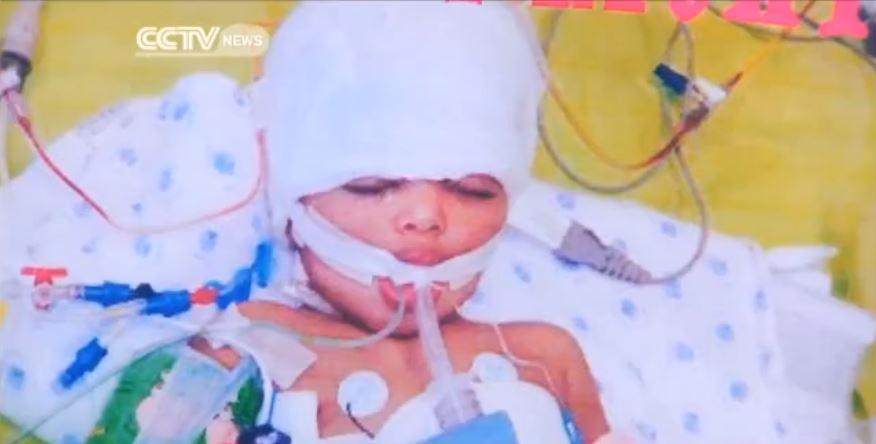 φωτογραφία από το νοσηλευόμενο στην εντατική κοριτσάκι