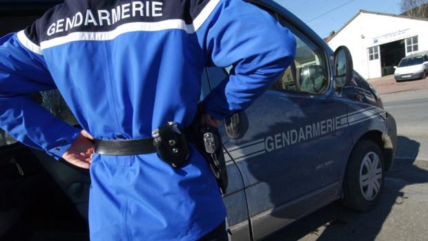 gendarmerie-illustration-gendarme-pretexte-11081219femcd_1713