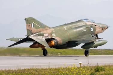 Ο Θεός σώζει πιλότους RF-4E