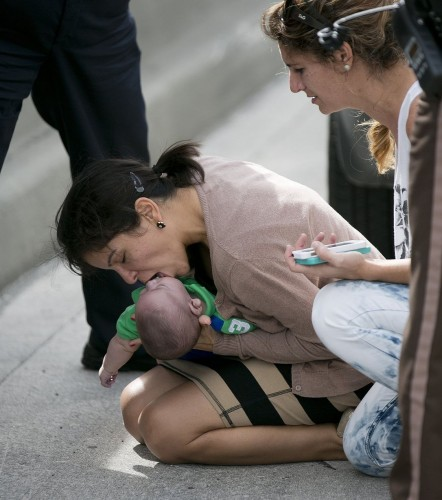 Baby-given-CPR-on-the-side-of-the-road-in-Miami-3168250