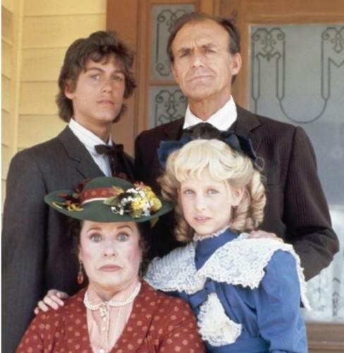 O κ Όλσον με την διαρκώς ανικανοποίητη οικογένειά του
