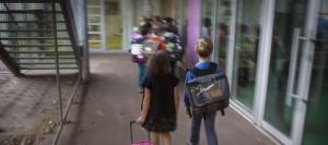 premier-jour-d-ecole-pour-les-eleves-d-un-etablissement-primaire-parisien-le-3-septembre-2013_4027221