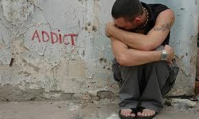 Τα-σημάδια-που-δείχνουν-ότι-το-παιδί-σας-κάνει-χρήση-ναρκωτικών