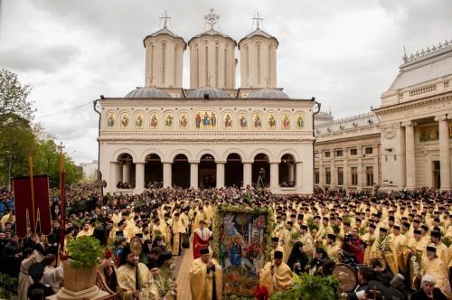 Λιτανεία με χιλιάδες πιστούς και 700 Ιερείς