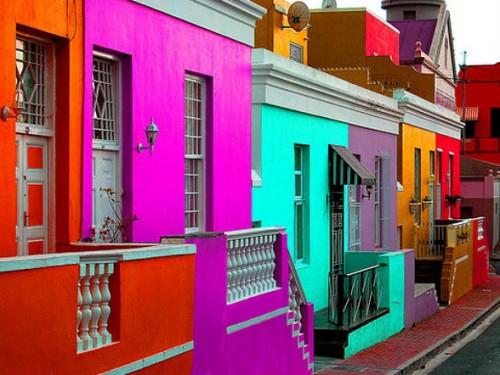 μια-γειτονιά-γεμάτη-χρώματα-στο-κέντρο-της-πόλης-1