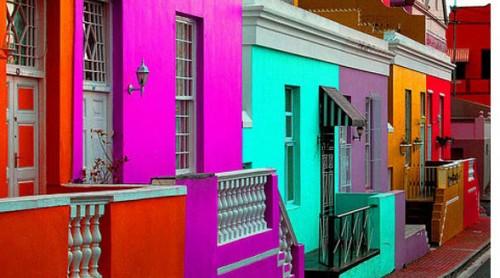 μια-γειτονιά-γεμάτη-χρώματα-στο-κέντρο-της-πόλης