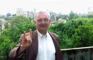 ο απερχόμενος δήμαρχος της γαλλικής πόλης σε σατανιστική χειρονομία