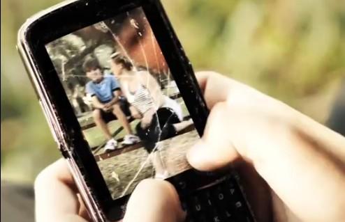 μιλάτε-στο-κινητό-ενώ-οδηγείτε-τότε-δείτε-το-βίντεο