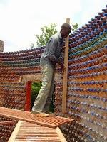 σπίτι-από-πλαστικά-μπουκάλια