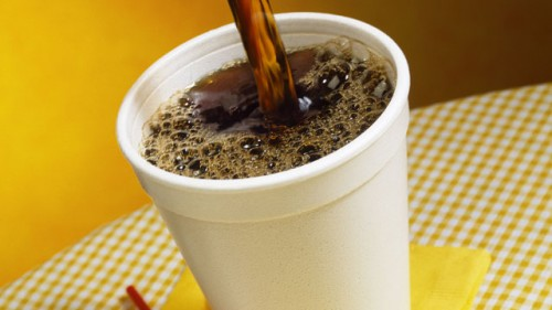 ποιόν-κίνδυνο-κρύβει-το-λευκό-πλαστικό-ποτήρι-καφέ