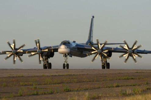 Tupolev_Tu-95_Marina
