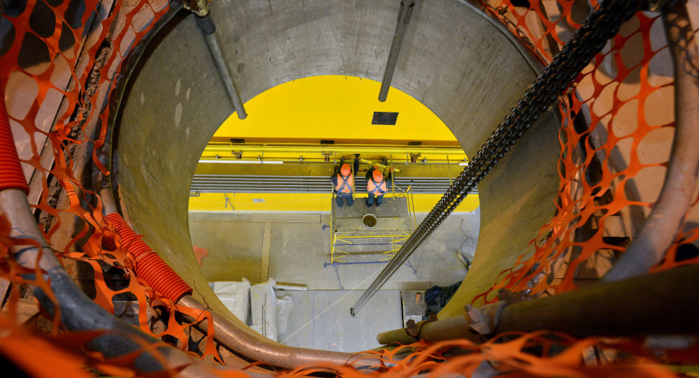Рабочие в хранилище отработанного ядерного топлива «сухого типа» рядом с Чернобыльской АЭС
