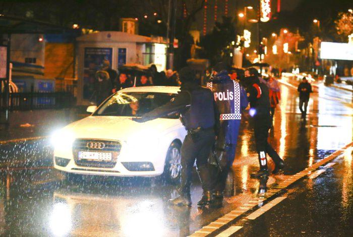 Police secure area near an Istanbul nightclub, Turkey, January 1, 2017. REUTERS/Osman Orsal