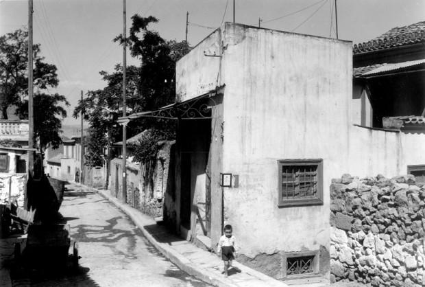 Το σπίτι του Αγίου Μιχαήλ του Πακνανά στην παλιά αθηναϊκή συνοικία της Βλασσαρούς (φωτογραφία από το αρχείο της Αμερικανικής Σχολής Κλασσικών Σπουδών στην Αθήνα – 1935 μ.Χ.)