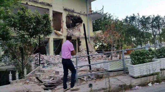 Αποτέλεσμα εικόνας για κατεδαφίζουν σπίτια Ελλήνων στην Β. Ήπειρο