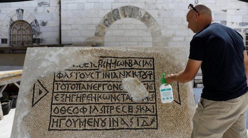 Ισραήλ: Ανακάλυψαν αρχαίο μωσαϊκό με ελληνική επιγραφή 1.500 ετών