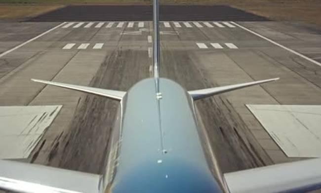 Πρώην πιλότος πολεμικού αεροσκάφους μπήκε στο πιλοτήριο ενός Boeing- Δείτε τι ακολούθησε (βίντεο)