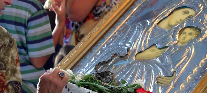 Δέος! – Εμφανίστηκαν και φέτος τα φιδάκια της Παναγίας στην Κεφαλονιά