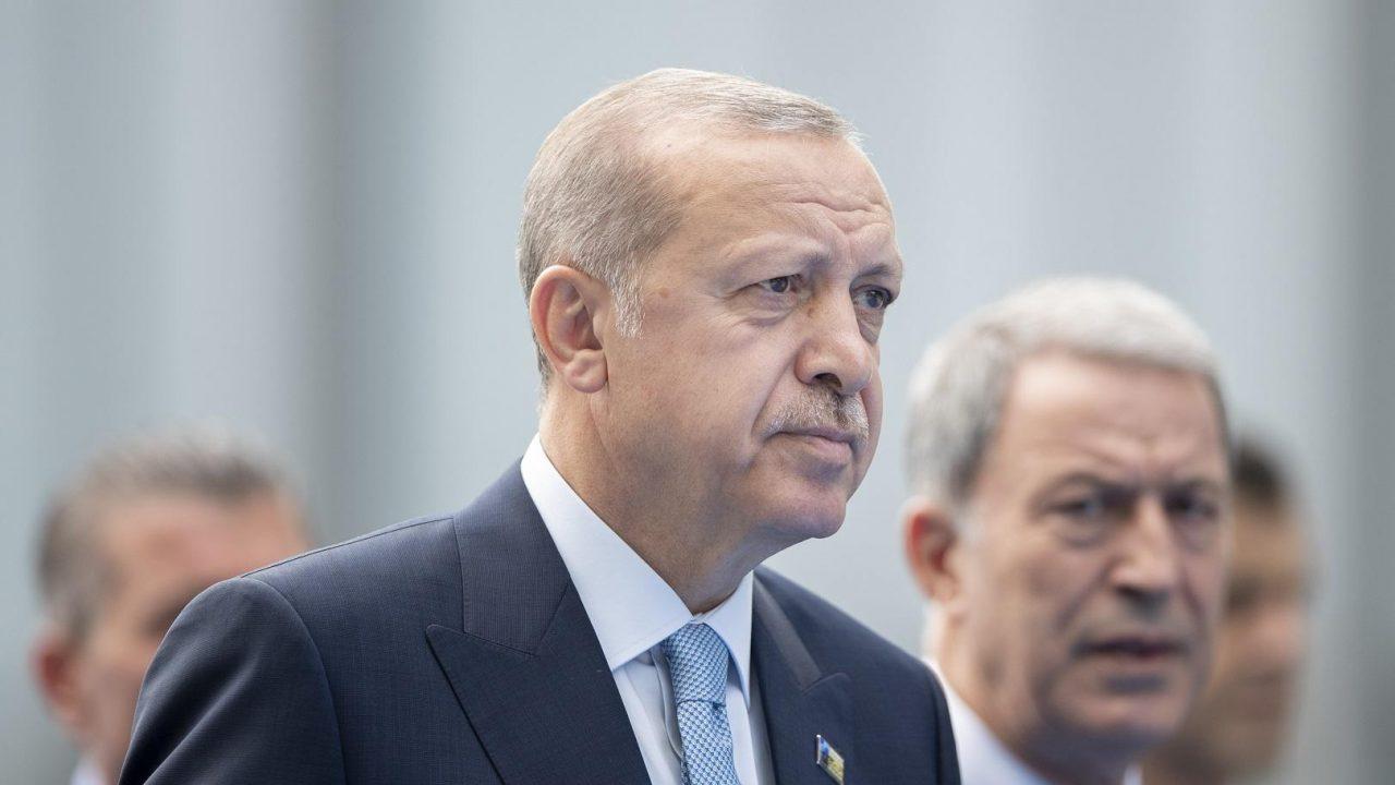 Μία ανάσα πριν την καταστροφή: Στα «σκουπίδια» η τουρκική οικονομία – Moody's και S&P υποβάθμισαν το αξιόχρεο της Τουρκίας – Ερχεται πείνα