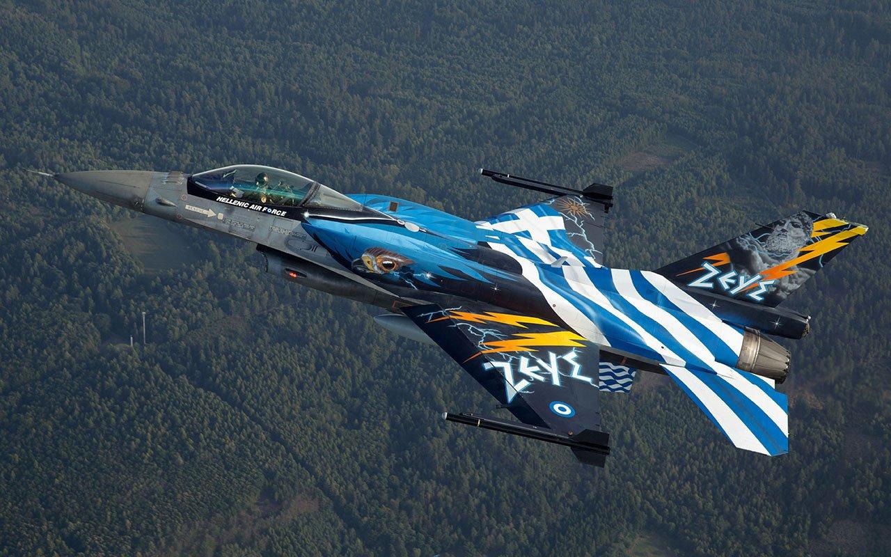 Έτσι «μαγεύει» η Πολεμική Αεροπορία: Ελληνικό F-16 έκανε «πλάκα» σε F-35 – Άφωνο το κοινό – Δείτε βίντεο